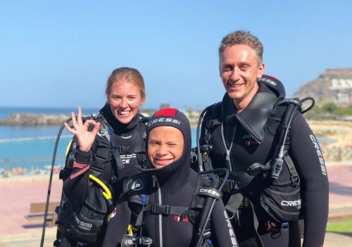 Family diving in amadores